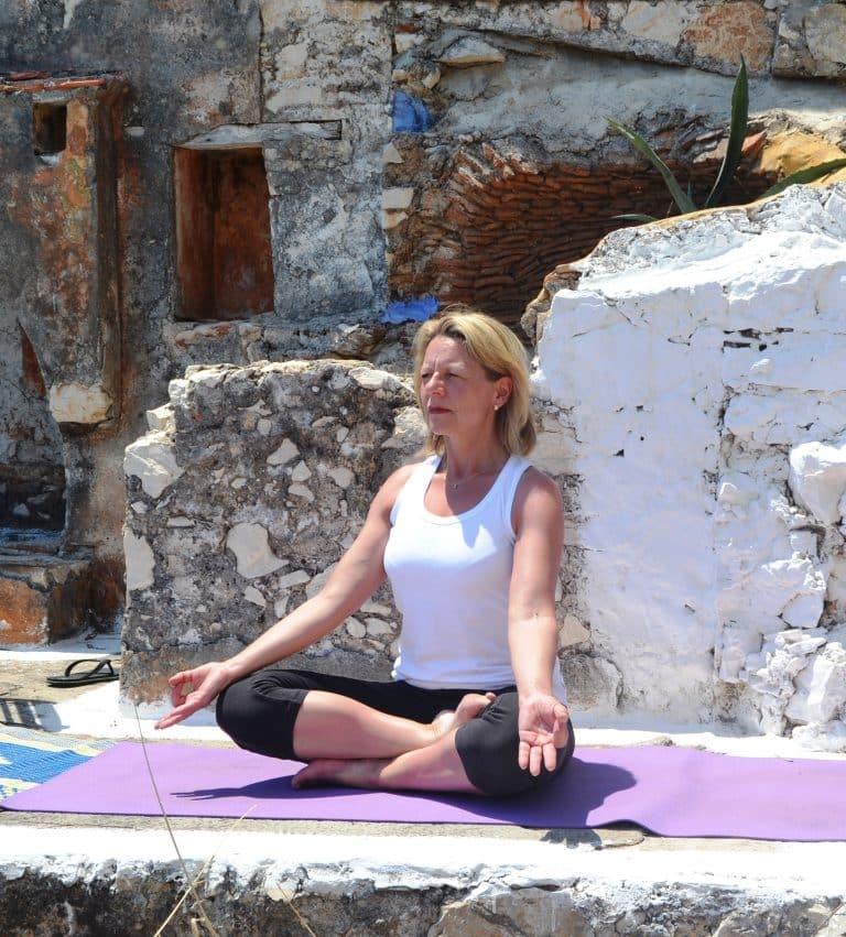 Posture yoga Sylvie Poncelet